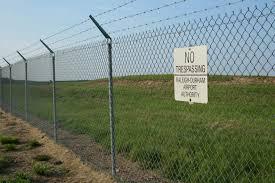 A kerítés védelmet nyújt