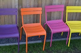 Műanyag bútorok a kertbe és a lakásba